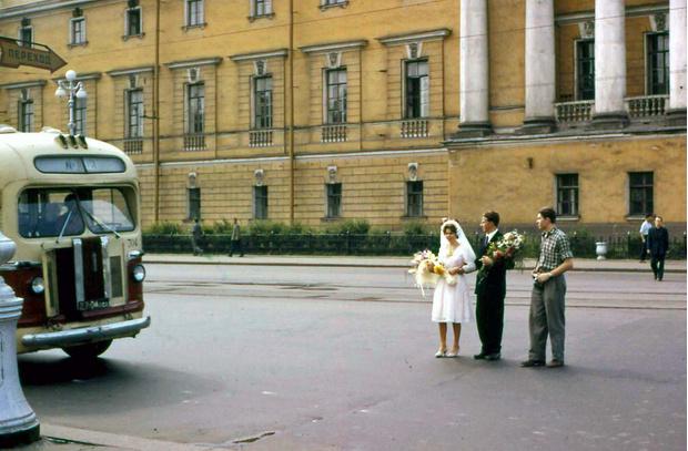 Фото №1 - 15 лирических цветных фотографии Ленинграда 1961 года