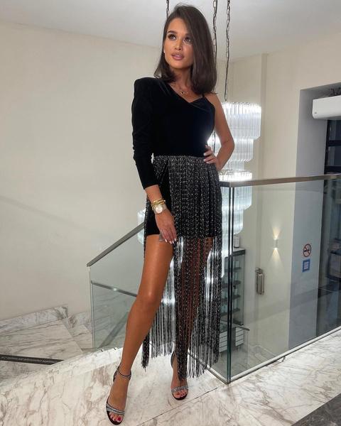 Фото №9 - «Платье-абажур» Ксюши Бородиной стало хитом в сети