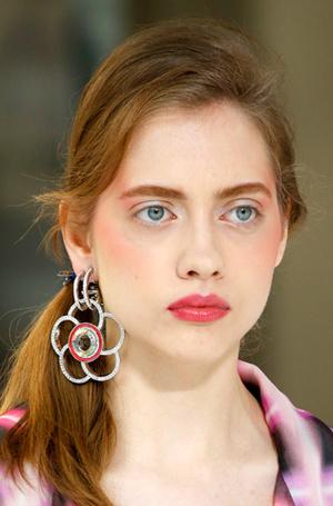 Фото №14 - New pink: 5 трендов «розового» макияжа, которые хочется повторить