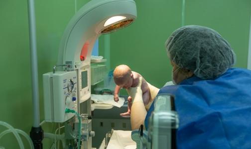 Фото №1 - Операция в СПбГПМУ позволила роженице со злокачественной опухолью в третий раз стать мамой