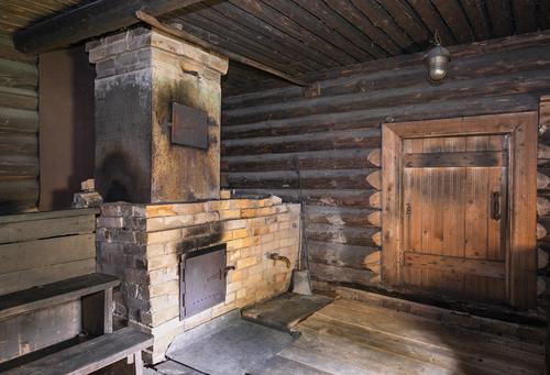 ShutterstockПарная баня, или мыльня, была известна на Руси еще в V веке. Причем использовали ее как по прямому назначению, так и в качестве важного атрибута многих обрядовых церемоний, соединявшего и примирявшего две могучие силы — огонь и воду.