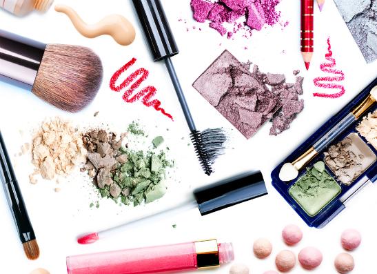 Фото №1 - Секреты макияжа: как обновить мейк-ап за 5 минут