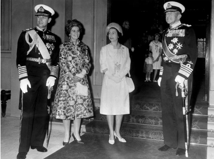 Фото №2 - В какую страну Королеву не приглашают (хотя она изменила жизнь монарха)