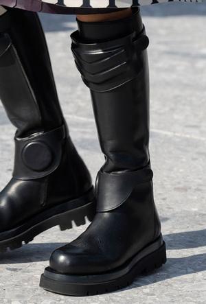 Фото №3 - Полный гид по самой модной обуви для осени и зимы 2019-20