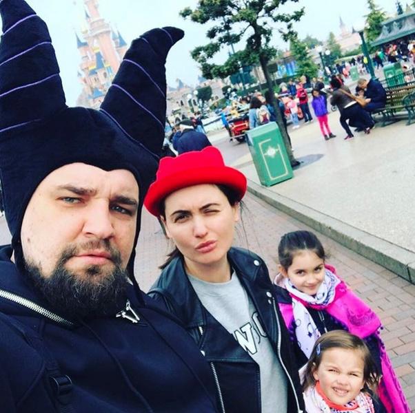 Баста и Елена Пинская-Вакуленко с дочерьми