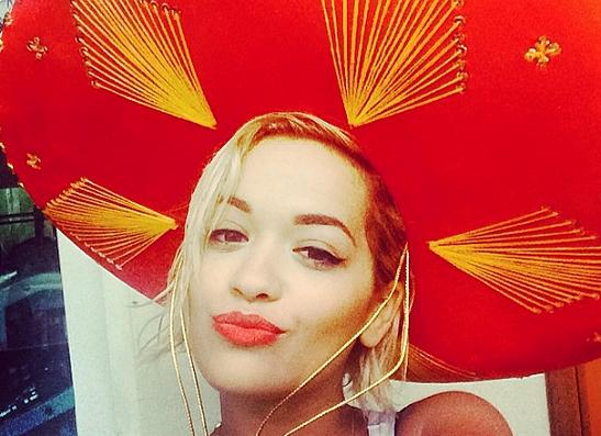 Фото №1 - Instagram недели: Звезды в забавных головных уборах