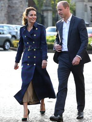 Фото №12 - Клетка, джинсы и костюмы: все наряды герцогини Кейт в туре по Шотландии