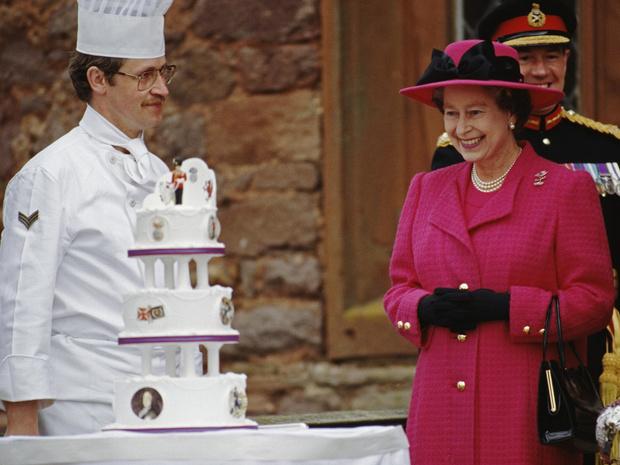 Фото №3 - 12 правил долгой и счастливой жизни от Елизаветы II