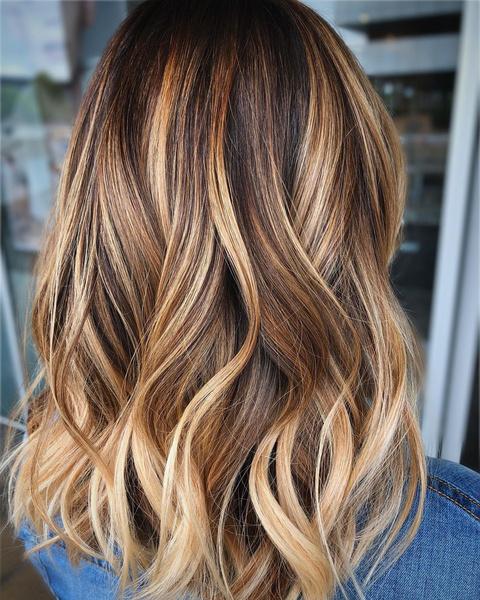 Фото №2 - Блондинка в законе: как осветлить волосы, если ты не готова к полноценному окрашиванию