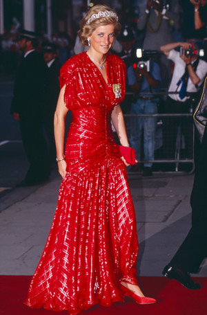 Фото №18 - 70 красных нарядов: как принцесса Диана носила любимый цвет