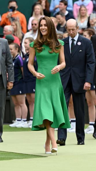 Фото №3 - Модная привычка, которую Кейт пришлось перенять у Королевы