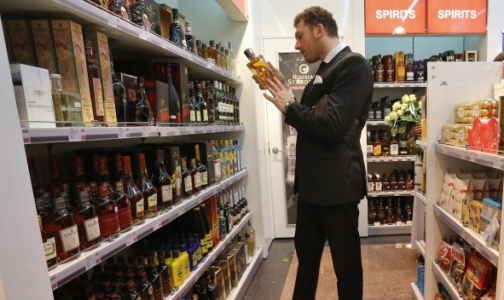 Фото №1 - СКР просит россиян внимательно выбирать алкоголь перед праздниками