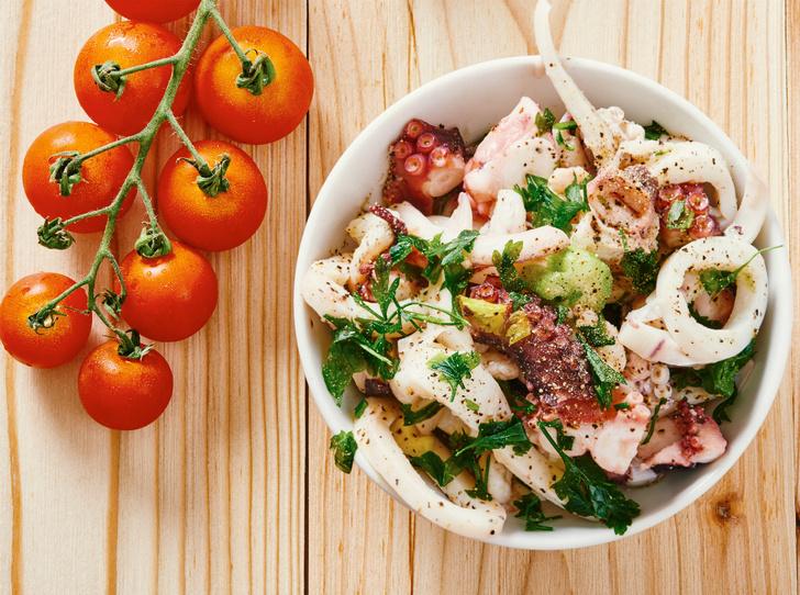 Фото №1 - 4 рецепта рыбных салатов для летнего обеда