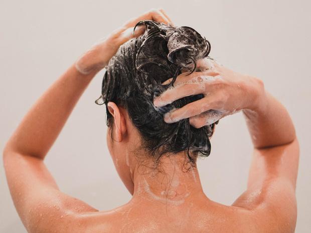 Фото №1 - Как правильно мыть голову (и что вы можете делать не так)