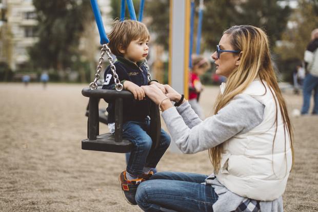 Фото №1 - 5 типов мам, от которых хочется держаться подальше