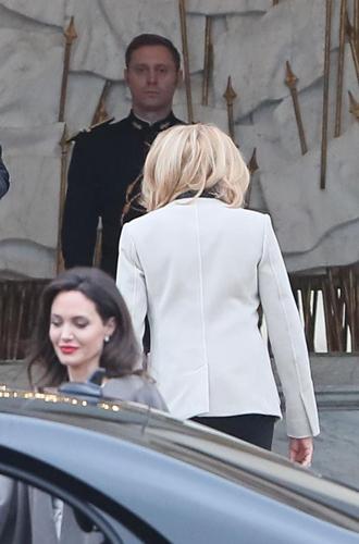 Фото №4 - Анджелина в Париже: Guerlain, Лувр и встреча с Брижит Макрон
