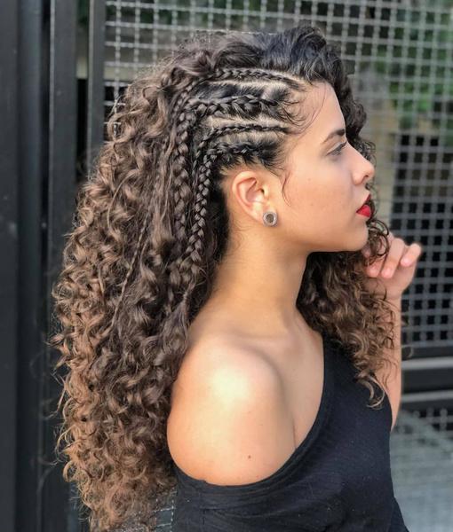 Фото №5 - Прически для кудрявых волос: 8 стильных вариантов для праздника и на каждый день