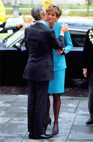 Фото №3 - Что общего у публичных выходов герцогини Меган и принцессы Дианы