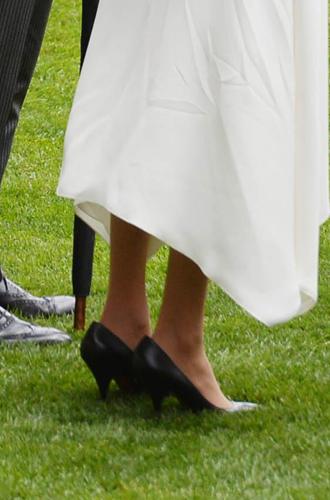 Фото №4 - Почему Меган Маркл носит слишком большие туфли