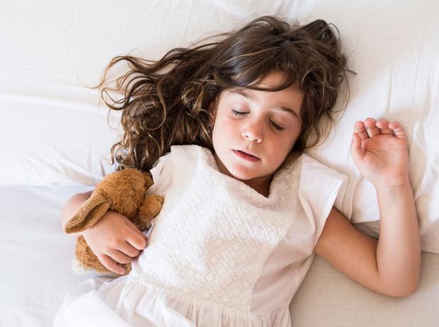Фото №1 - Как приучить ребенка спать в собственной кровати