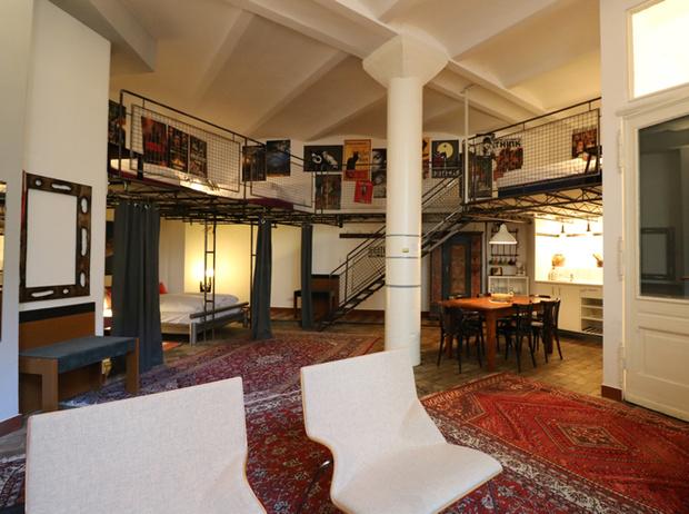 Фото №6 - Фабрика, бар и подъемный кран: 6 необычных мест для ночевки в Берлине