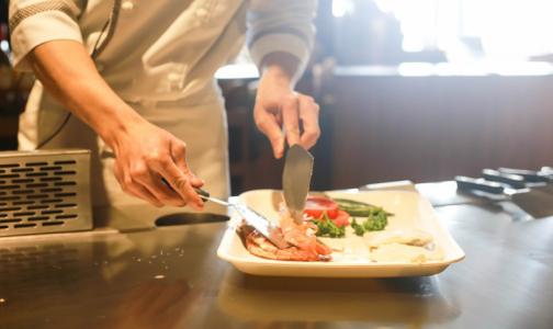 Фото №1 - Роспотребнадзор рассказал, как вернуть деньги за отравление в ресторане