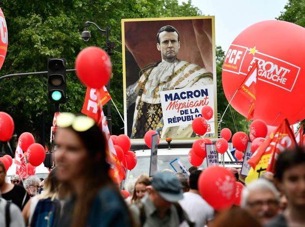 Фото №6 - «Король Эммануэль»: почему французы думают, что Макрон восстанавливает монархию