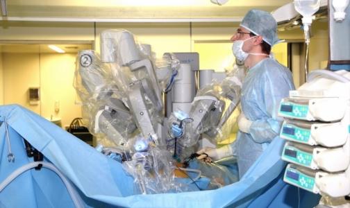 Фото №1 - Петербургские хирурги впервые в России выполнили гинекологическую операцию подростку на роботе da Vinci
