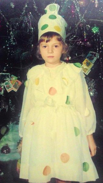 Фото №13 - Новогодние костюмы: в чем ходили на елку в прошлом веке?