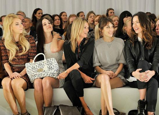 Фото №2 - Лана Дель Рей на Неделе моды в Лондоне