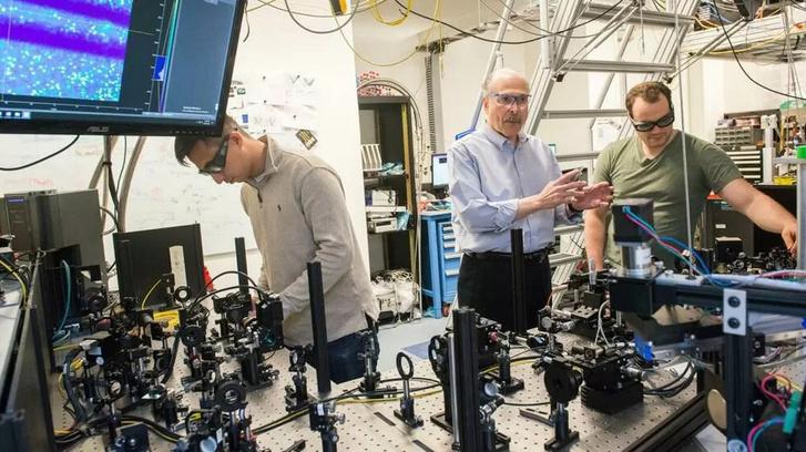 Фото №1 - Что такое квантовый Интернет и как скоро он начнет работать