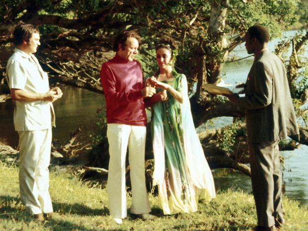 Фото №12 - Привычка жениться: 8 свадебных платьев и 7 мужей Элизабет Тейлор