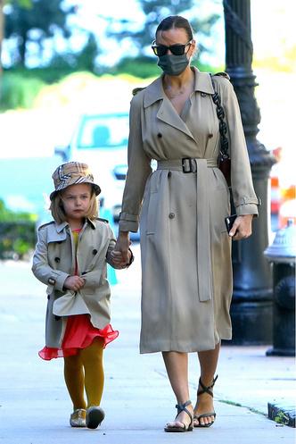 Фото №12 - Самый модный ребенок Нью-Йорка: как одевается дочь Ирины Шейк и Брэдли Купера