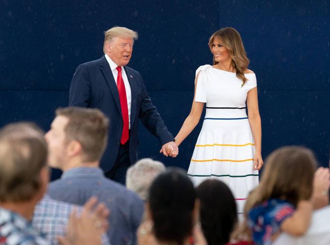 Фото №17 - 10 лучших образов Мелании Трамп в 2019 году