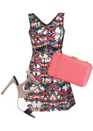Платье, People, 1998 руб.; клатч, Accessorize, 2130 руб.; босоножки, Zara, 3999 руб.