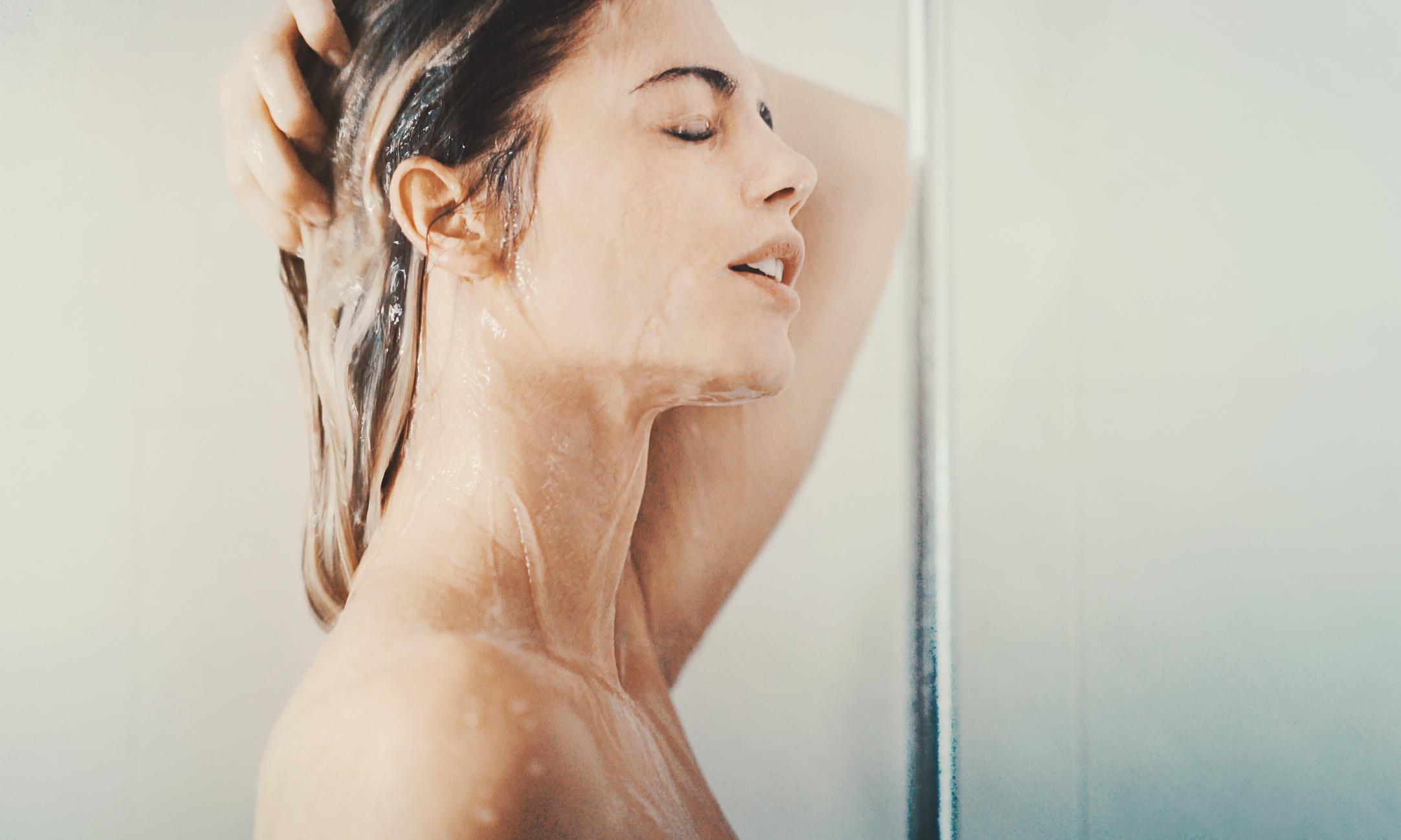 Все плюсы и минусы мытья волос каждый день