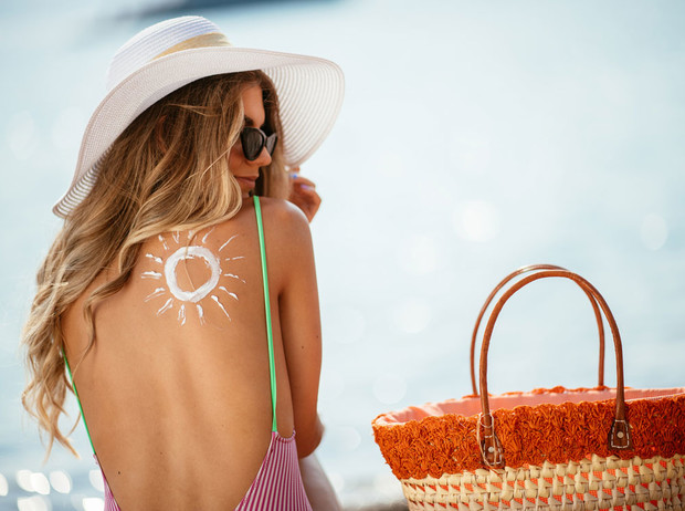 Фото №1 - Солнце в радость: 4 правила безопасного и красивого загара