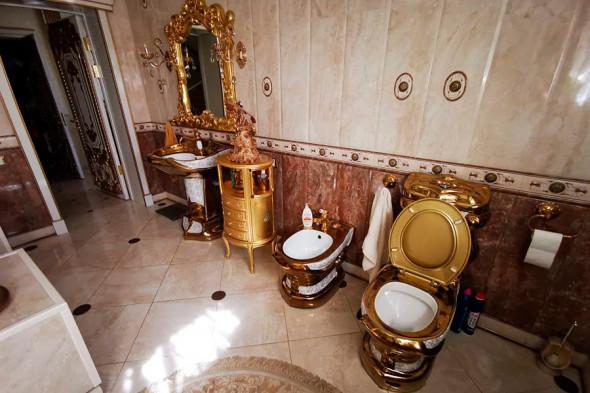Фото №2 - «Людовик Ставропольский»: Харламов высмеял гаишника с золотым унитазом
