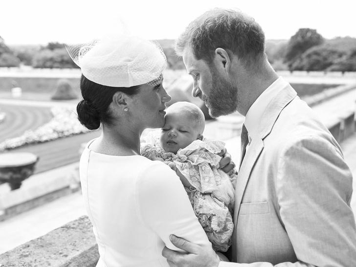 <p>Меган Маркл и принц Гарри с сыном Арчи</p>