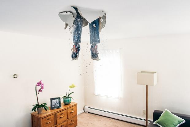 Фото №1 - Натяжные потолки, от которых хочется плакать: 40 реальных фото