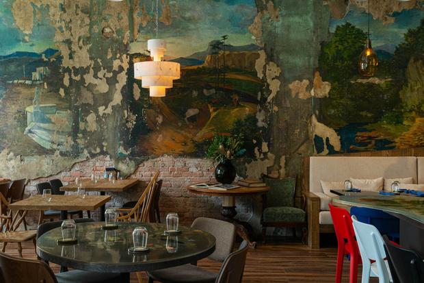 Фото №1 - Ресторан «Цех» с фресками советской эпохи во Владивостоке