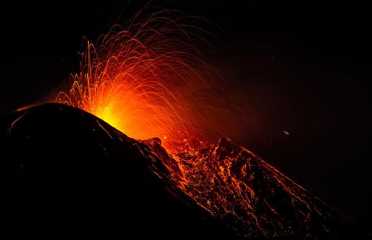 Фото №1 - Вулканологи объяснили природу «блуждания» жерла Этны