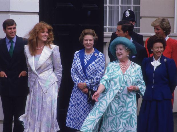 Фото №2 - Плохая партия: почему Королева-мать любила Сару Фергюсон больше, чем принцессу Диану