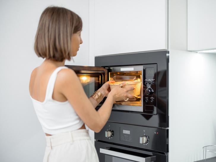 Фото №1 - 12 продуктов, которые нельзя нагревать в микроволновке