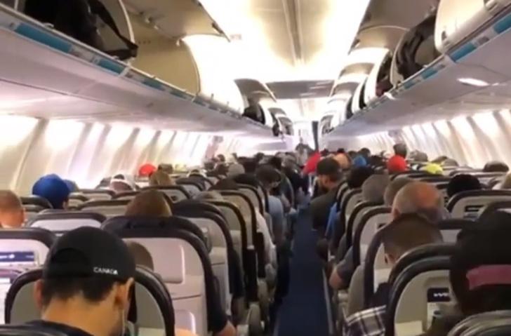 Фото №1 - Идеальный выход канадских пассажиров из самолета: видео, снова ставшее вирусным