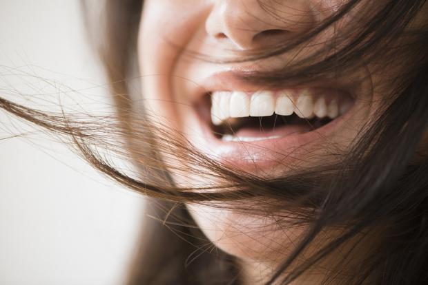 Фото №2 - Как правильно чистить зубы: 5 лайфхаков для красивой улыбки