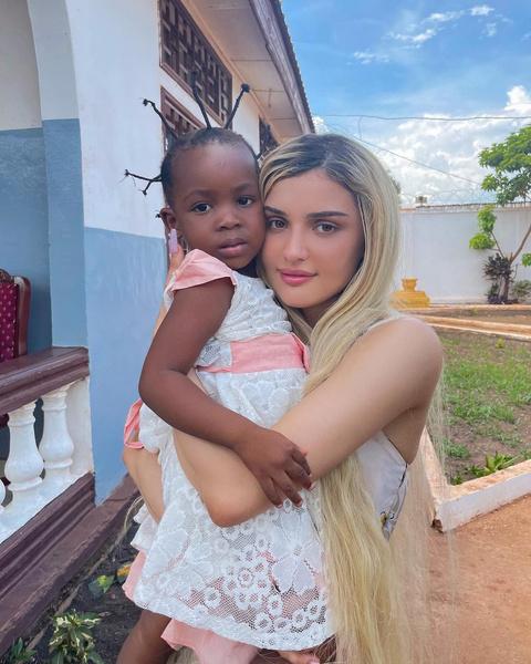 Фото №2 - Дина Саева собирается удочерить ребенка из Африки