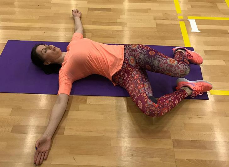 Фото №1 - Вечерний релакс: 4 упражнения, чтобы снять зажимы со спины