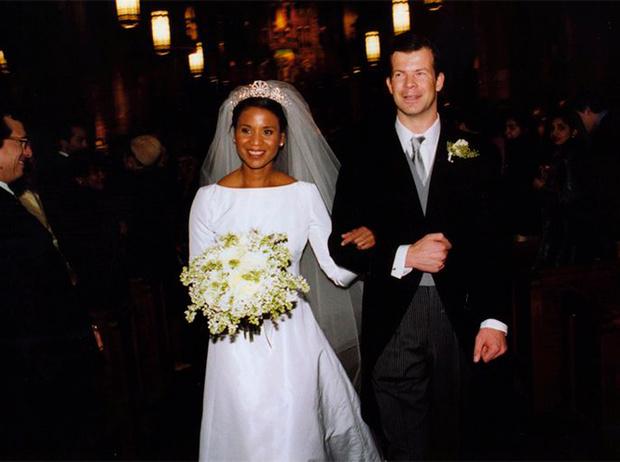 Фото №4 - Почему свадебное платье Меган Маркл было таким скромным (на самом деле)