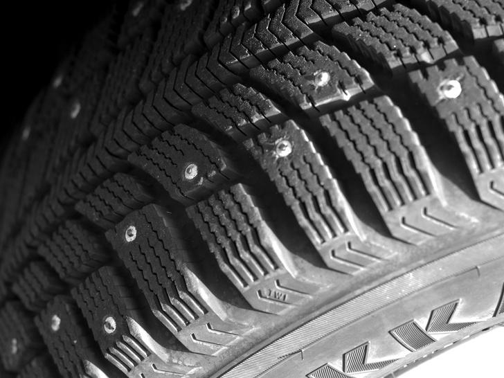 Фото №3 - Почему ездить на шипованных шинах летом не просто глупо, но и вредно